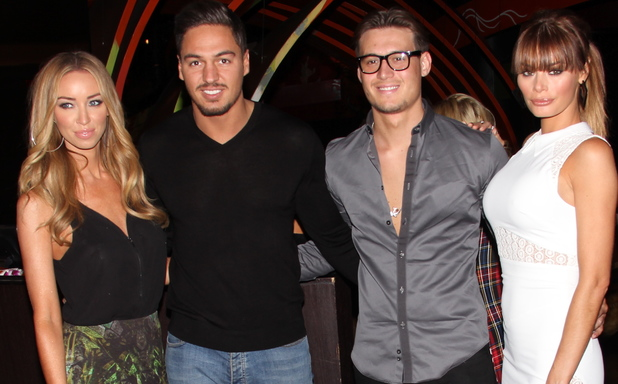 Lauren Pope, Mario Falcone, Chloe Simms, and Charlie Simms go out to dinner for Sushi at Sushi Samba. A pap gave Lauren a rose for her birthday.