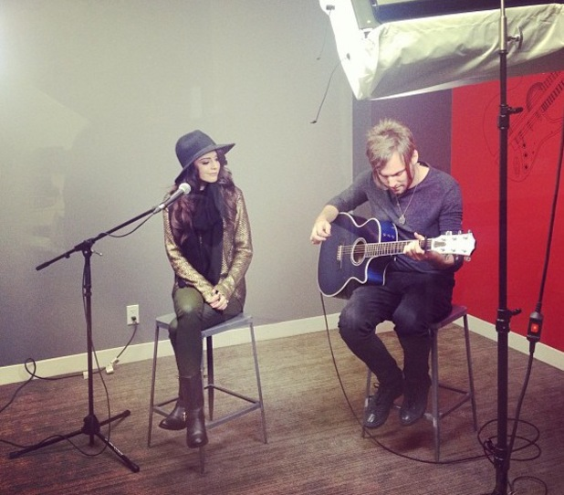 Cher Lloyd singing an acoustic set - 17.10.2013