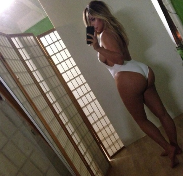Kim Kardashian posts picture of her post pregnancy figure in a white swimsuit - 16.10.2013