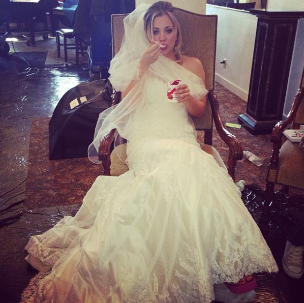 kaley Cuoco wears wedding dress on set of film The Wedding Ringer - 17.10.2013