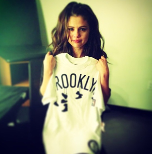 Selena Gomez crying after show in Brooklyn - 16.10.2013