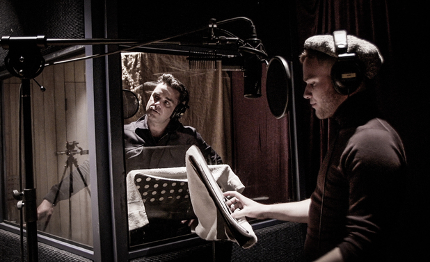 Robbie Williams and Olly Murs record 'I Wan'na Be Like You' for Robbie's album, Swings Both Ways.