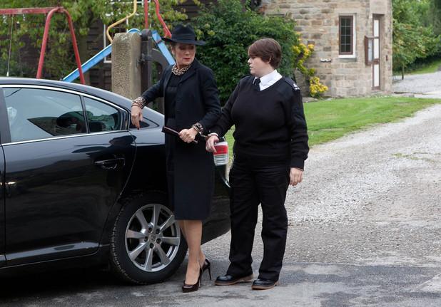 Emmerdale, Steph returns for Alan's funeral, Wed 30 Oct
