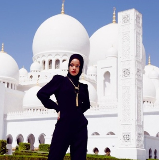 Rihanna visits grand mosque in Abu Dhabi, October 20, 2013.