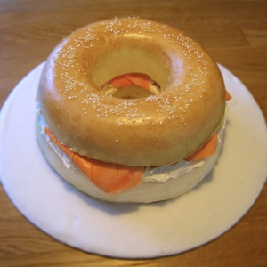 This cake looks exactly like a bagel