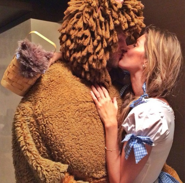Gisele Bundchen and Tom Brady dress in Wizard Of Oz outfits for Halloween - 29.10.2013