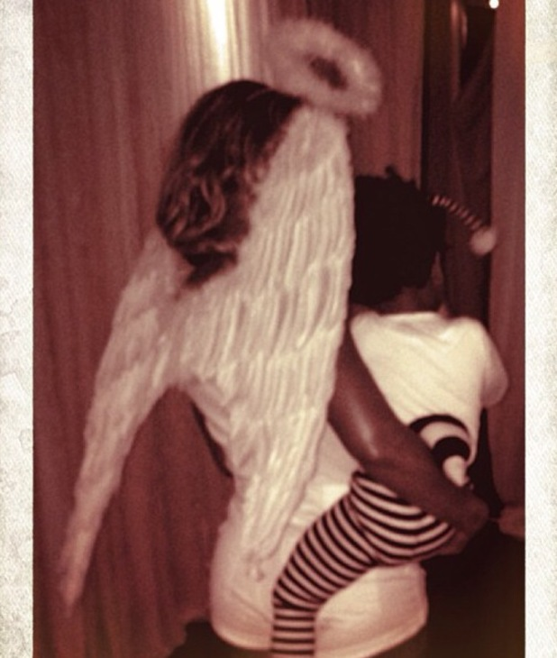 Beyoncé and Blue Ivy wear angel wings and bumblebee outfit on Halloween - 31.10.2013