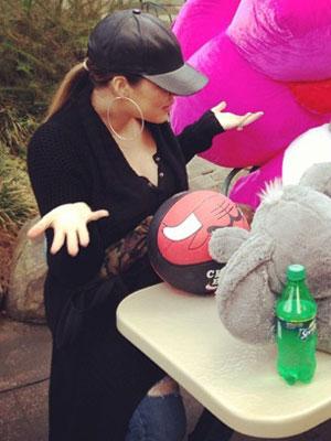 Khloe Kardashian celebrates Kendall Jenner's birthday at Magic Mountain, 29 October 2013