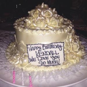 Kendall Jenner celebrates 18th birthday - 3 November 2013 Birthday cake.
