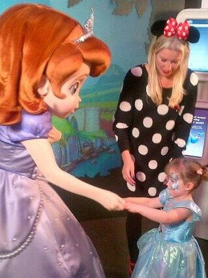 Denise Van Outen Tweets picture of daughter Betsy meeting Diney's Princess Sofia, 6.11.13