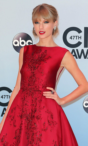 Taylor Swift at the 47th Annual CMA Awards in Nashville, 6 November 2013