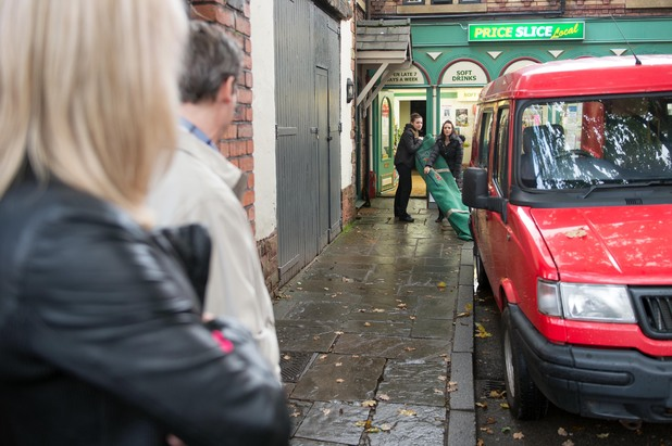 Hollyoaks, Cindy and Lindsey move the body, Mon 11 Nov