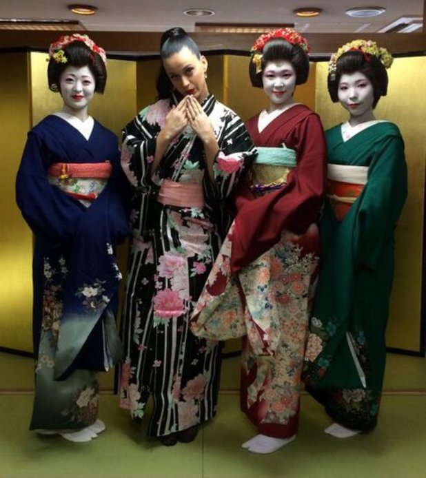 Katy Perry wears traditional Japanese clothes in Tokyo, Japan. (4 November).