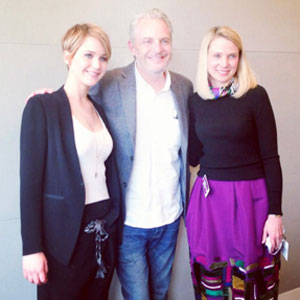 Jennifer Lawrence shows off newly short hair in Facebook picture, 6 November 2013