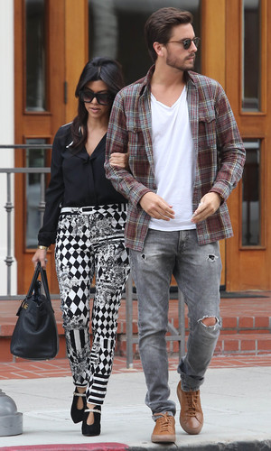 Kourtney Kardashian in West Hollywood with Scott Disick carrying a drink from The Coffee Bean & Tea Leaf. Nov 13.