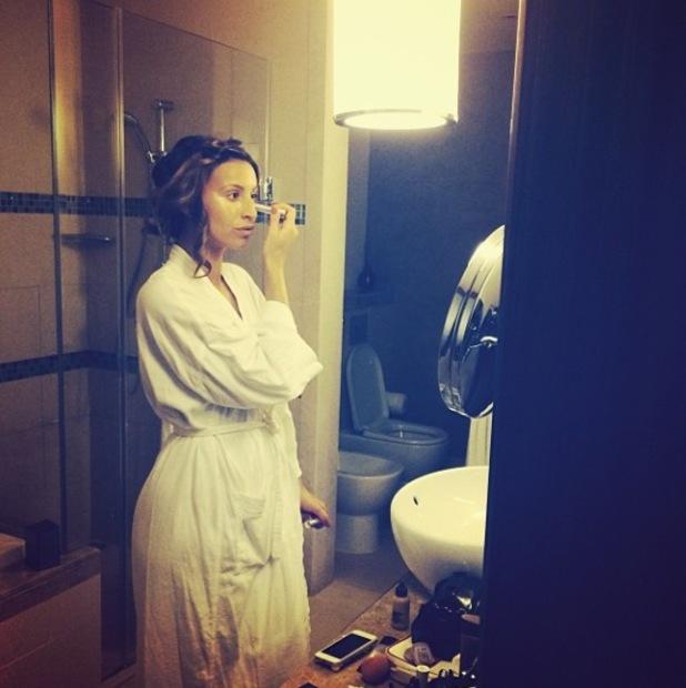 Ferne McCann applying make-up in a bathroom in Dubai - 12.11.2013