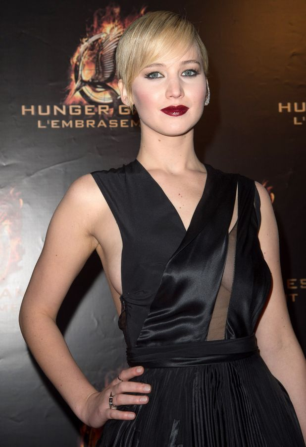 Jennifer Lawrence attends 'The Hunger Games: Catching Fire' film premiere, Paris (15 Nov 2013)