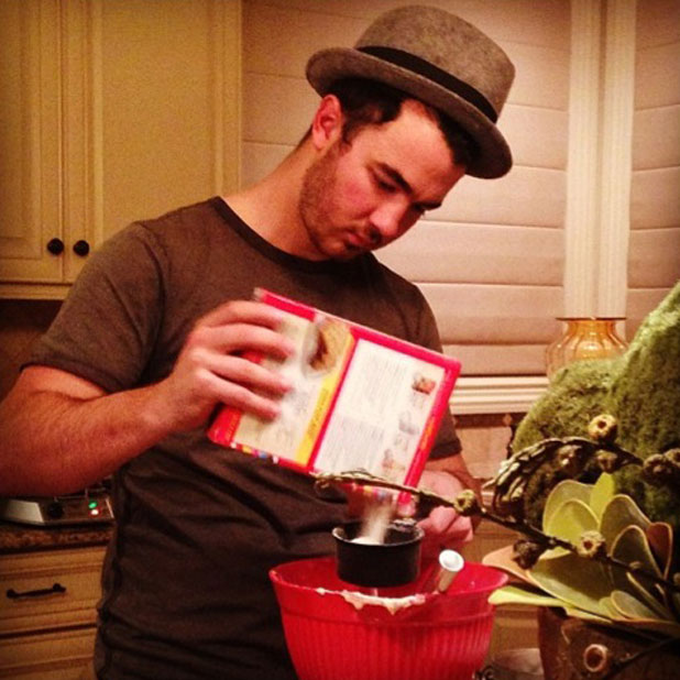 Kevin Jonas makes waffles for pregnant wife Danielle, November 2013