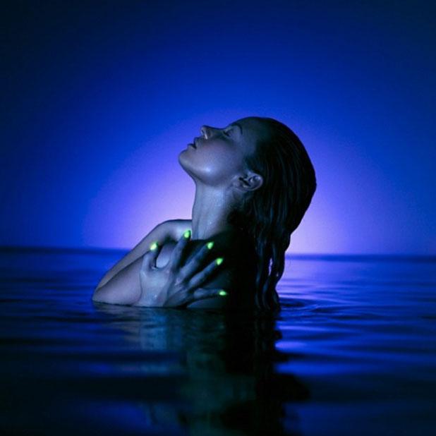 Demi Lovato, new single Neon Lights, 2013