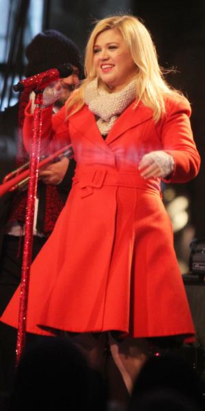 Kelly Clarkson performing live at 2013 Rockefeller Center Christmas Tree Lighting at Rockefeller Center Plaza in New York, 29 November 2013