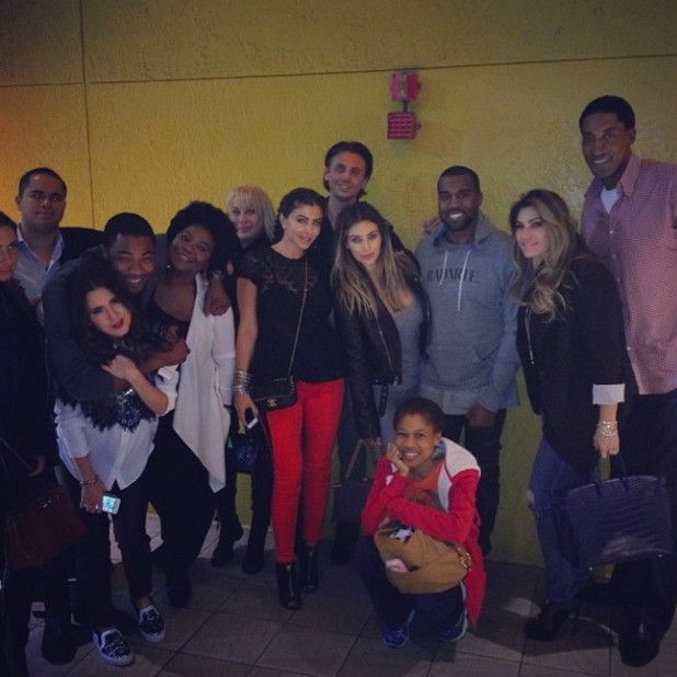 Kim Kardashian posts snap with Kanye West and friends over Thanksgiving, 29 November 2013
