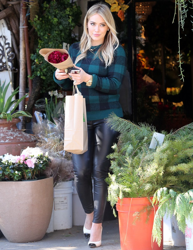 Hilary Duff visits a florist in Los Angeles - 28 November 2013