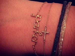 The Saturdays' Frankie Sandford wears bracelet of son Parker's name