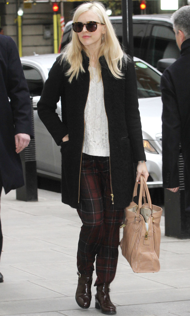 Fearne Cotton heads in to work, 2.12.13