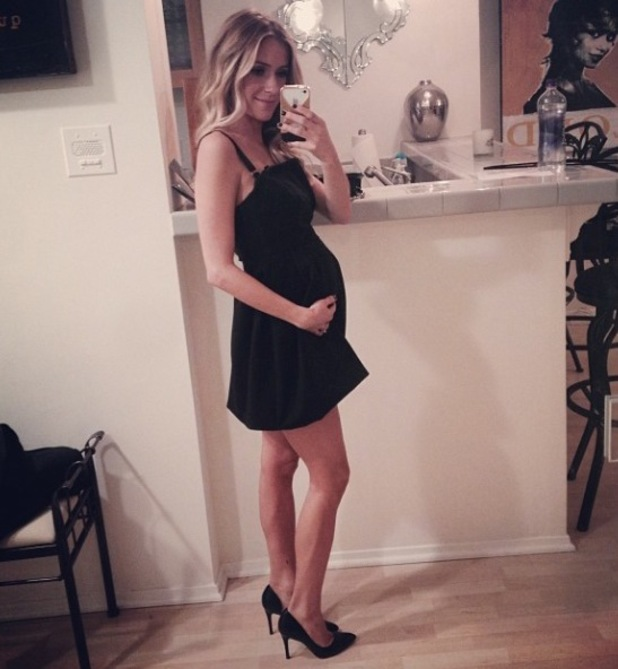 Kristin Cavallari going out to dinner with baby bump in November 2013