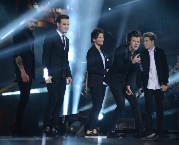 One Direction perform live on X Factor Italy, 11 December 2013