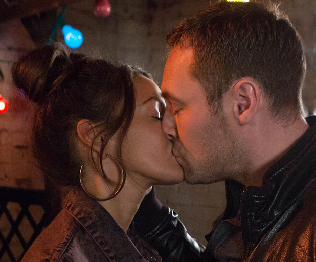 Corrie, Rob and Tina kiss, Wed 18 Dec