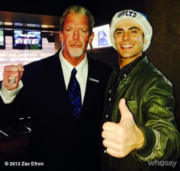 Zac Efron poses with Indiana Colts owner Jim Irsay after a game, 15 December 2013
