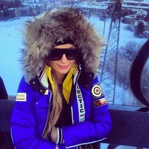 Paris Hilton shares photos of her festive skiing holiday in Aspen, 28 December 2013