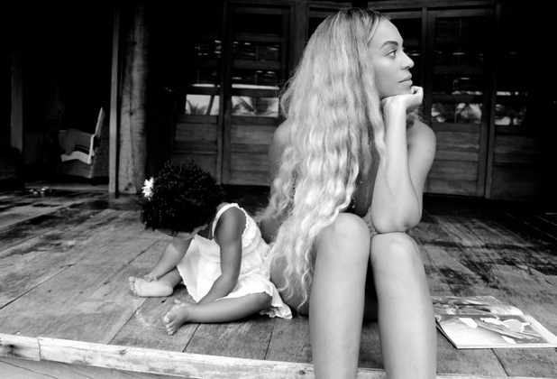 Beyoncé shares beautiful picture of herself with daughter Blue Ivy, Christmas Day 2013
