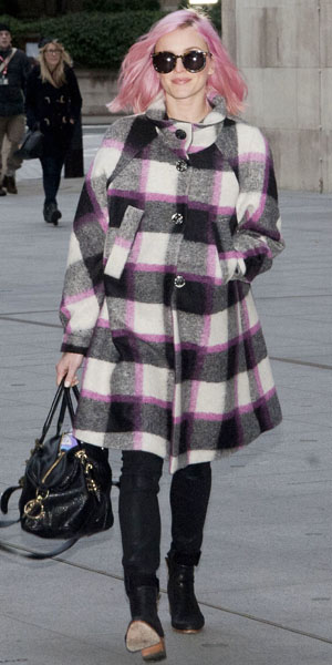 Fearne Cotton shows off pink hair on 23 December 2013