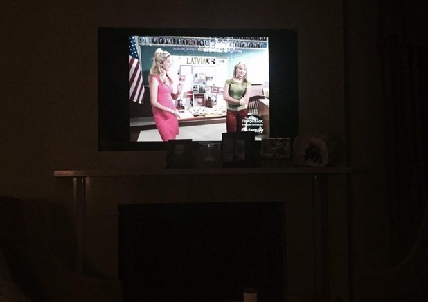 Hilary Duff watches old episodes of Lizzie McGuire on TV 29 December