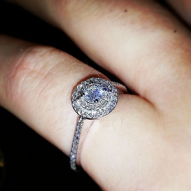 Teen Mom star Catelynn Lowell shows off new engagement ring Christmas gift from Tyler Baltierra, Christmas 2014