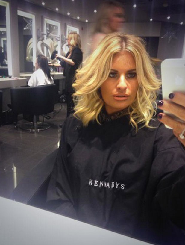 Danielle Armstrong shows off her new short hair, 24 December 2014