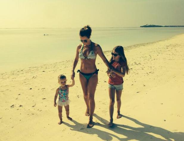 Amanda Holden on holiday with her daughters, Alexa and Hollie. On the beach - 5.1.2014