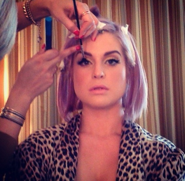 Kelly Osbourne Golden Globes preparation, make-up, 12 January 2014