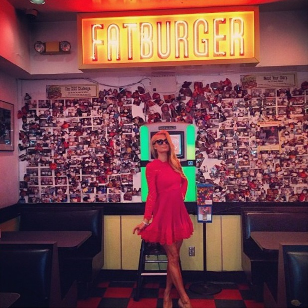 Paris Hilton stops by Fatburger in Los Angeles after the People's Choice Awards - 8 January 2014