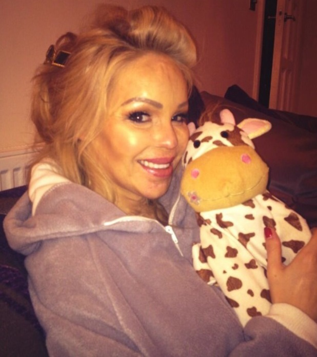 Pregnant Katie Piper shows off her baby bump while at home - 7 January 2014