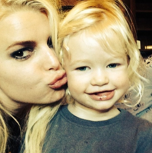 Jessica Simpson and daughter Maxwell in new Instagram photo - 15.1.2014