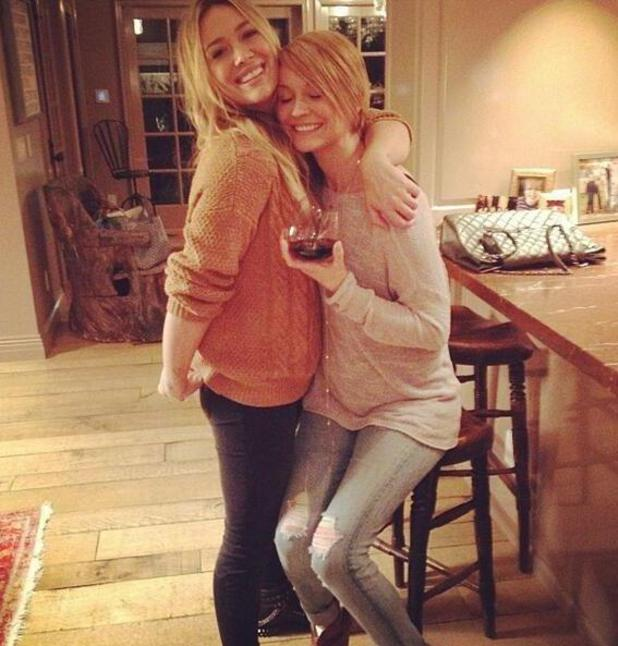 Hilary Duff spends time with friend Lisa Osbourne (Stelly). (21 January 2014).