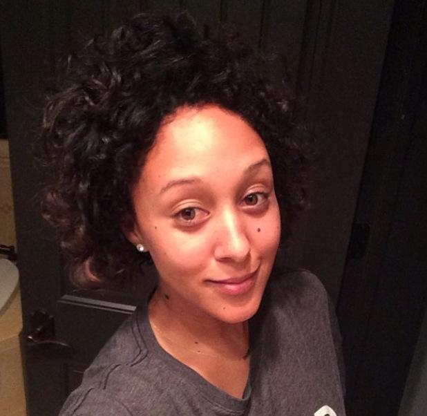 Tamera Mowry embraces her natural hair - 2014