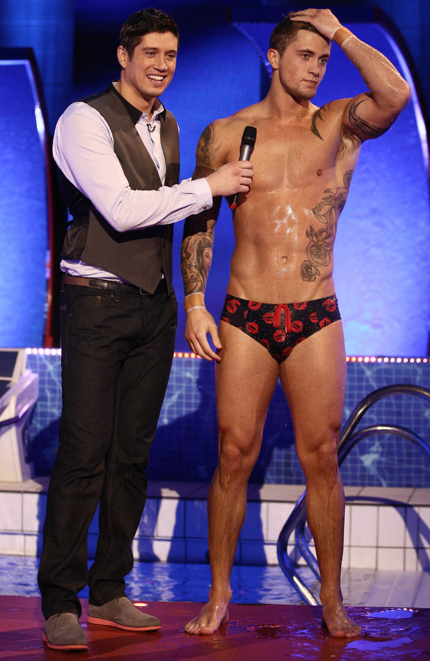 Splash! host Vernon Kay with competitor Dan Osborne after the semi-finals, 8 February 2014