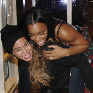 Kelly Rowland celebrates 33rd birthday with liquid gold fondue party with Beyoncé. (11 February).