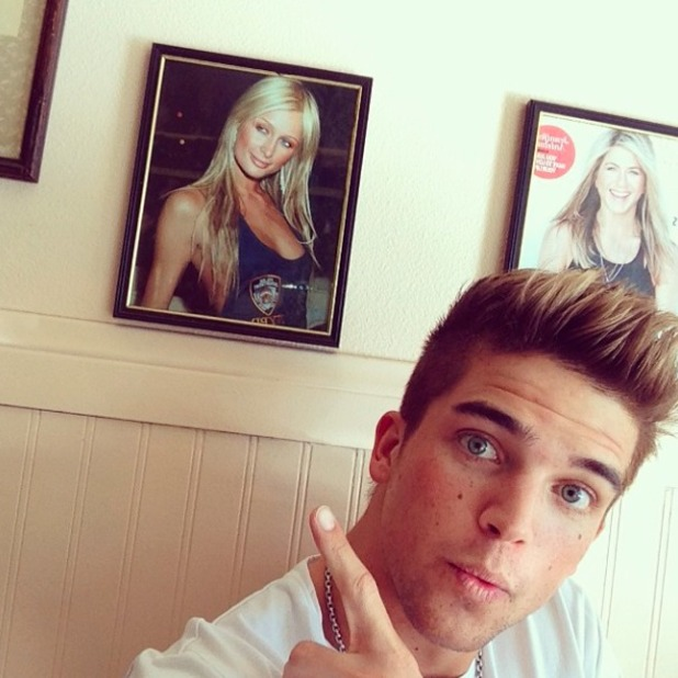 River Viiperi has lunch with girlfriend Paris Hilton - sort of! 13 February 2014