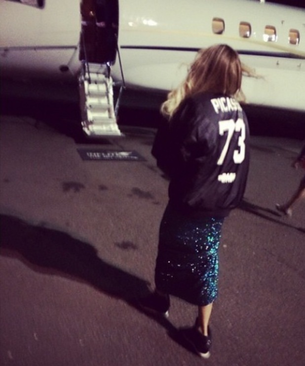 Beyonc 233 boards her private jet after performing at the brit awards in