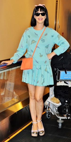 Katy Perry arrives at Narita International Airport in cute dinosaur dress, 1 March 2014